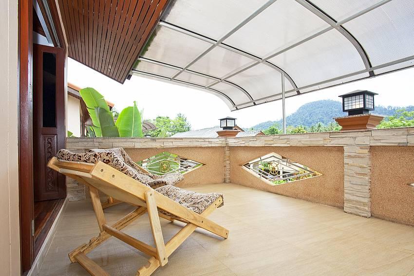 First floor balcony_baan-sang-dow_2-bedroom-villa_communal-pool_ban-chong-beach_krabi_thailand