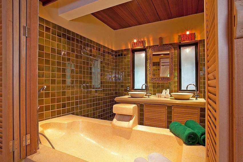 Bathroom_laemset-lodge_villa_6-bedroom_laem-set-beach_koh-samui_thailand