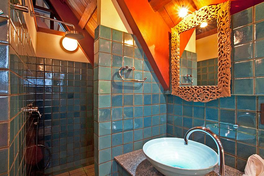 Shower room_laemset-lodge_villa_6-bedroom_laem-set-beach_koh-samui_thailand