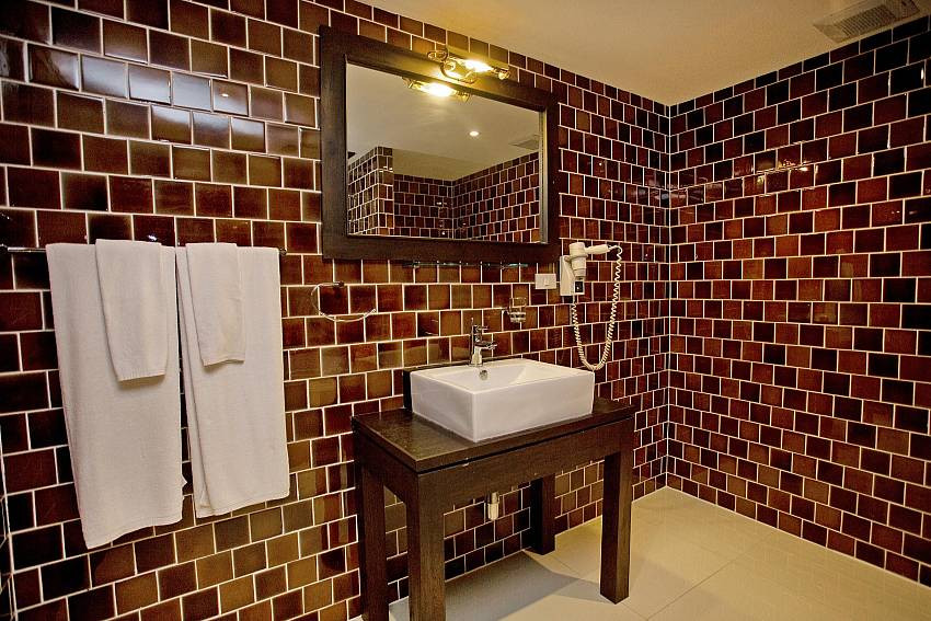 Main Bathroom-Nirvana Place_Pattaya_Thailand