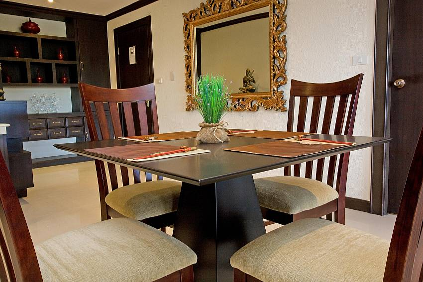 4-seat dining table at 2 bedroom apartment Nirvana Place in Pattaya