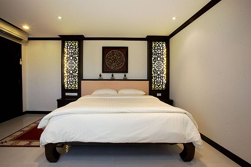 King size bed at master bedroom of Nirvana Place Pattaya