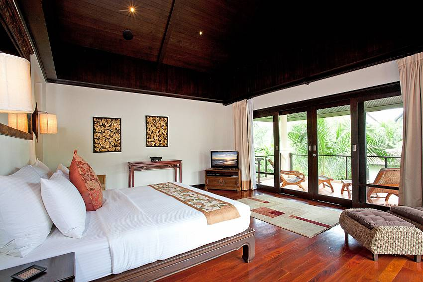 Master Bedroom_maan-tawan_4-bedroom_private-pool-villa_layan-beach_phuket_thailand