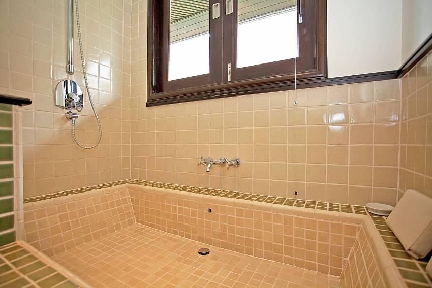 Bathroom_maan-tawan_4-bedroom_private-pool-villa_layan-beach_phuket_thailand