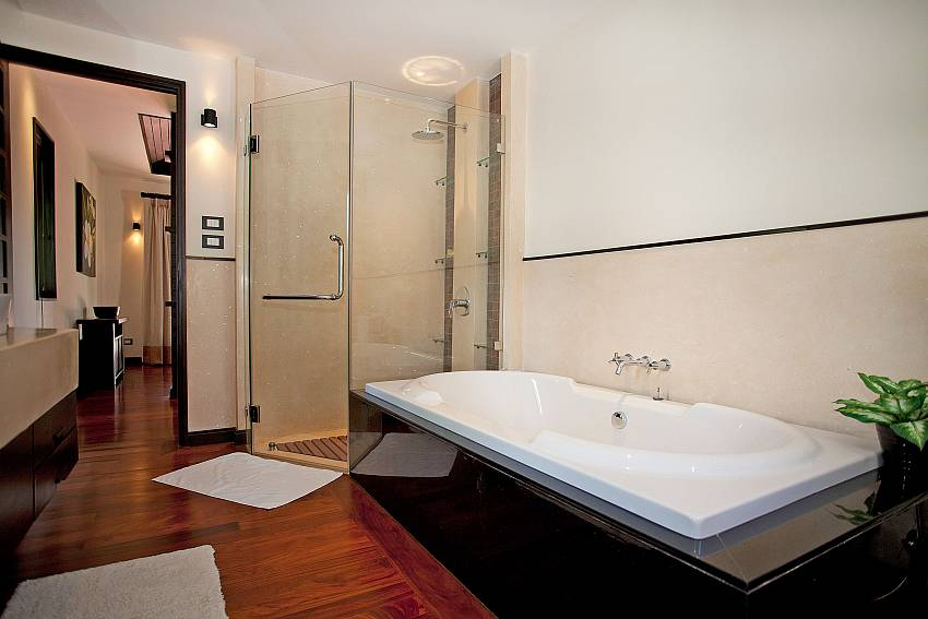 Master Bathroom_chom-tawan-villa_4-bedroom_private-pool_layan-beach_bang-tao_phuket_thailand