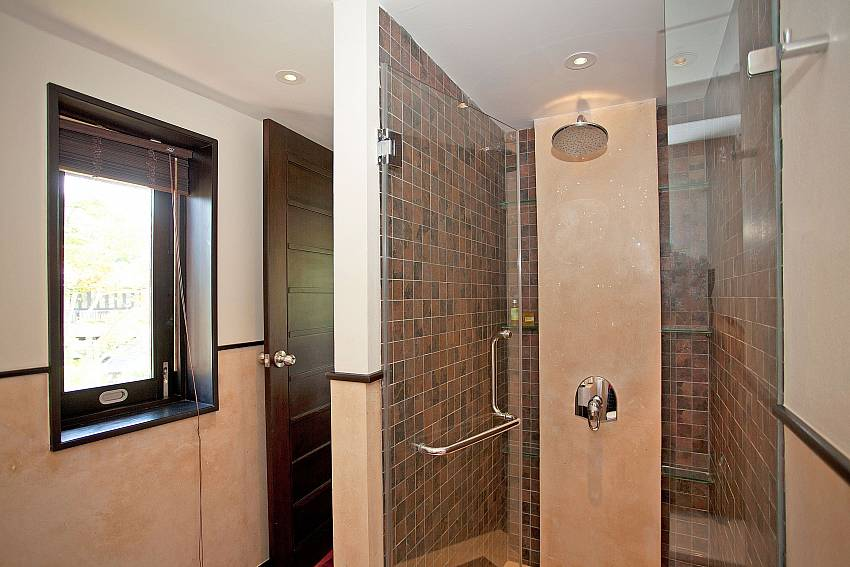 Shower room_chom-tawan-villa_4-bedroom_private-pool_layan-beach_bang-tao_phuket_thailand