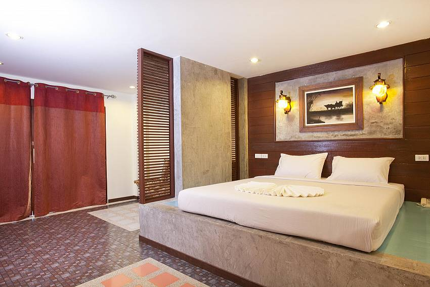Large double bed_krabi_beachfront-resort-villa_suite-601_1-bed-suite_krabi_thailand