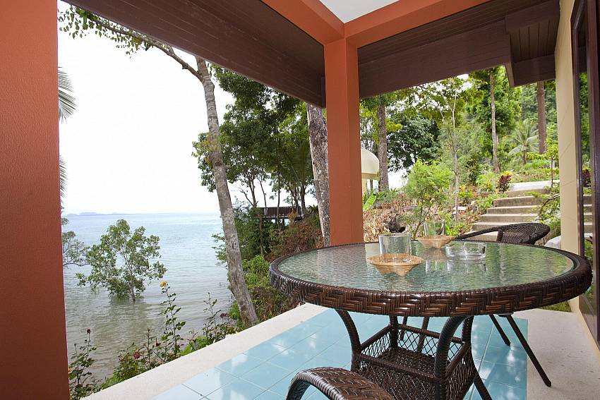 Balcony_krabi_beachfront-resort-villa_suite-601_1-bed-suite_krabi_thailand