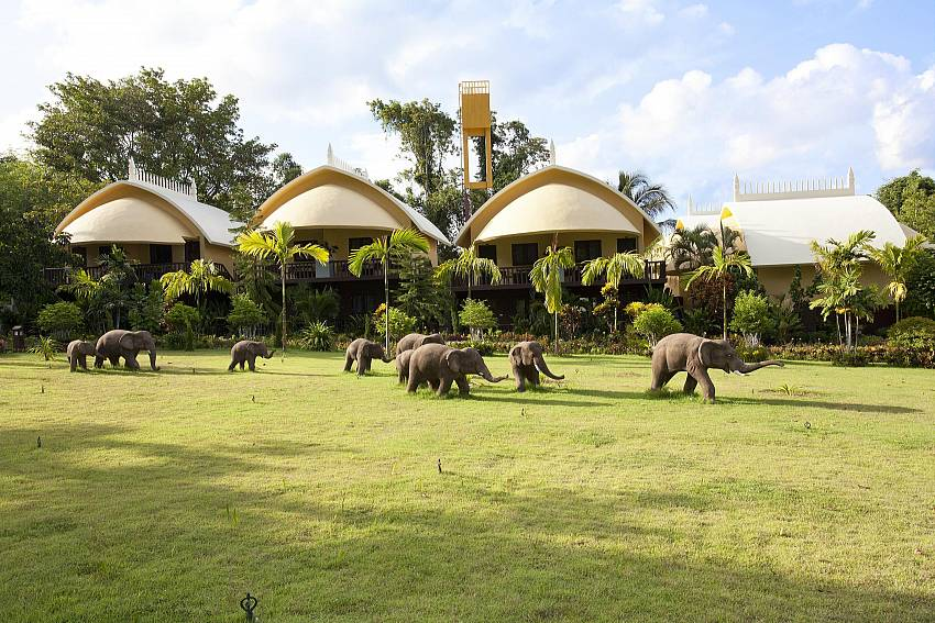 Resort Gardens and Stoned Elephants_krabi_beachfront-resort-villa_suite-101_1-bed-suite_krabi_thailand