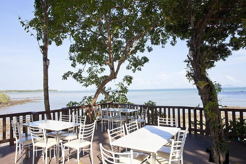Sunset Dining_krabi_beachfront-resort-villa_suite-103_1-bed-suite_krabi_thailand