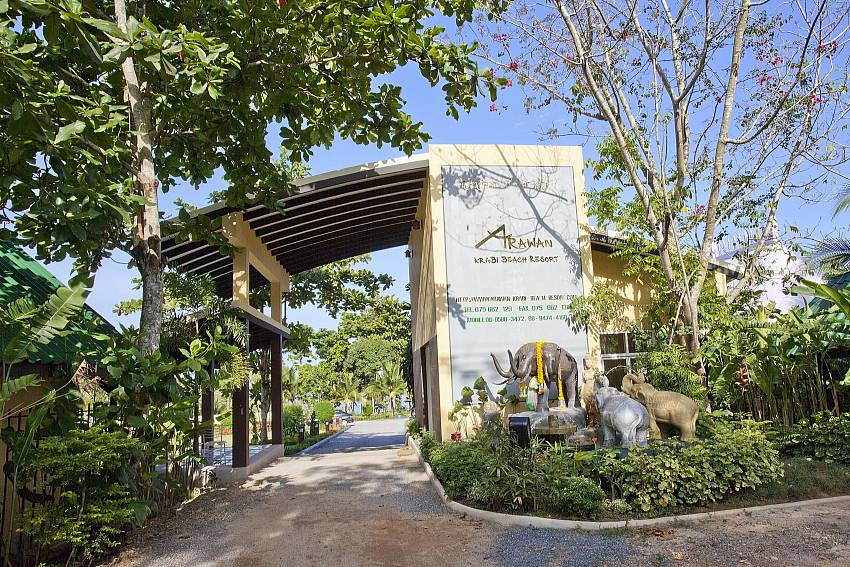 Resort Entrance_krabi_beachfront-resort_family-villa_suite-401_2-bed-suite_krabi_thailand