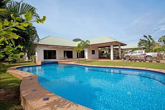 Rent Hua Hin Villa: Baan Hua Na, 3 Bedrooms. 8413 baht per night