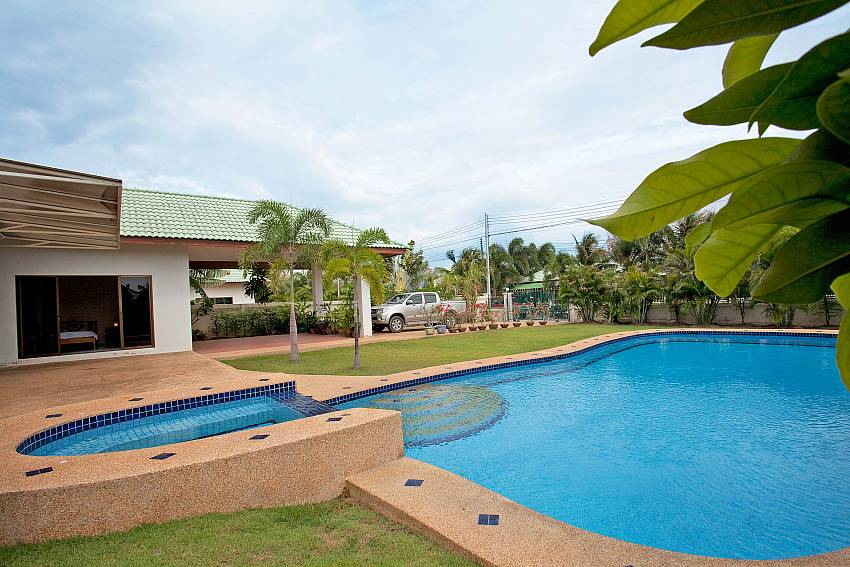 Childrens pool_baan-hua-na_3-bedroom_private-pool-villa_large-garden_hua-hin_thailand
