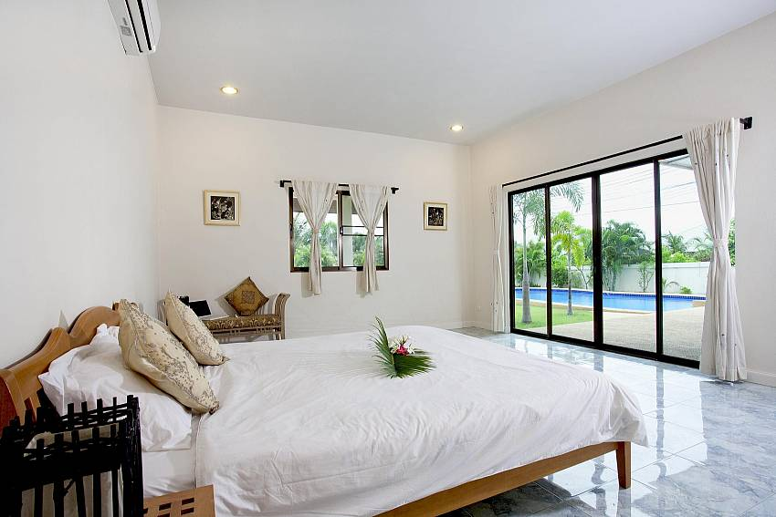 Master Bedroom_baan-hua-na_3-bedroom_private-pool-villa_large-garden_hua-hin_thailand