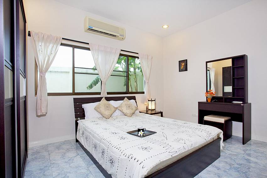 Bedroom 3_baan-hua-na_3-bedroom_private-pool-villa_large-garden_hua-hin_thailand