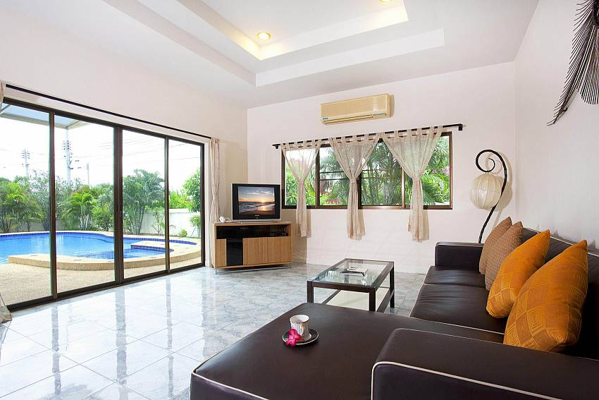 Living Room_baan-hua-na_3-bedroom_private-pool-villa_large-garden_hua-hin_thailand