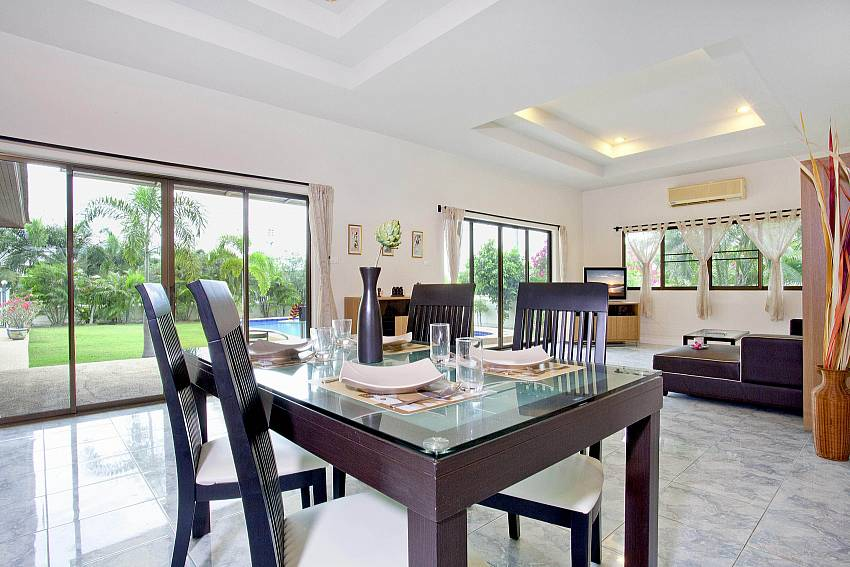 Dining Table_baan-hua-na_3-bedroom_private-pool-villa_large-garden_hua-hin_thailand