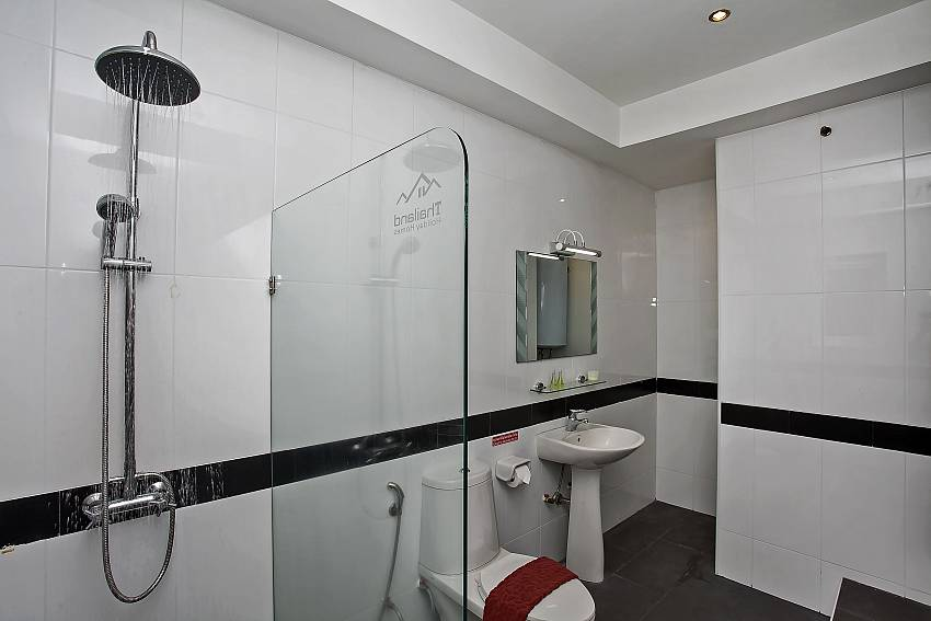 PEn-suite bathroom of the fourth Bedroom