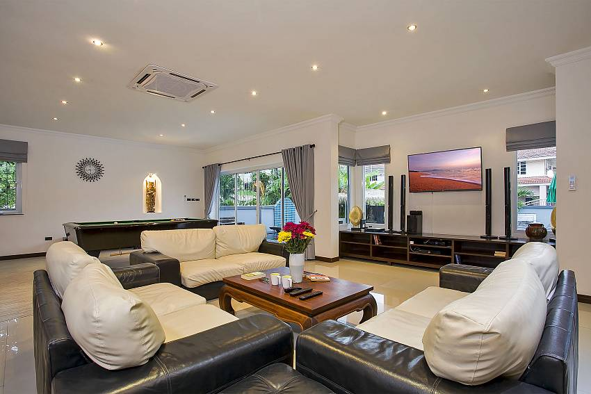Large living area to welcome a large number of guests