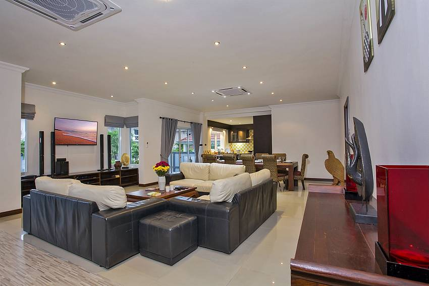 Spacious living room of Kinaree holiday home in Pattaya