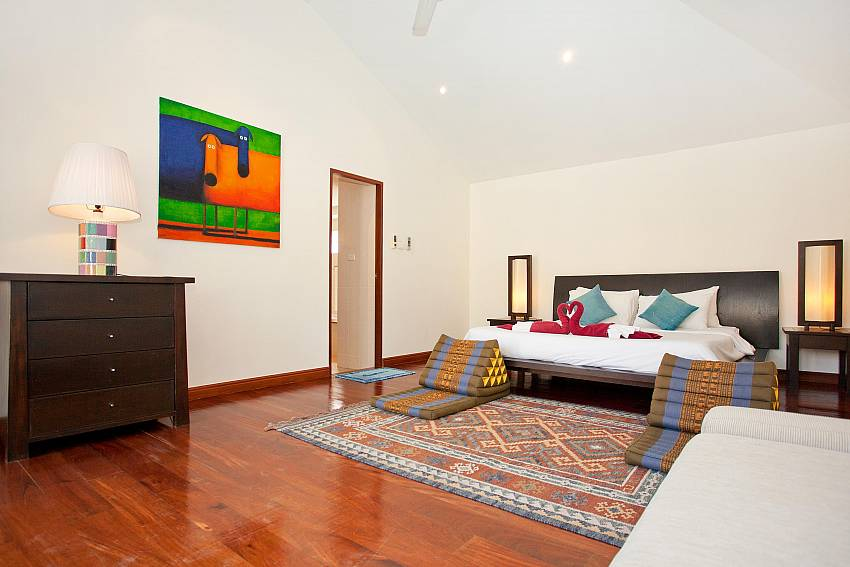Stylish kingsize bedroom at Red Mountain Villa in Central Phuket