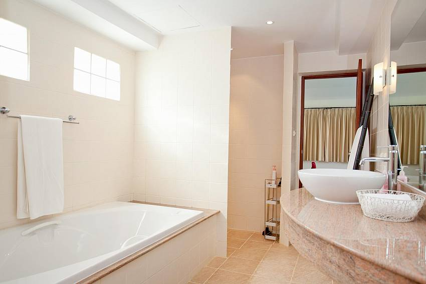 2nd Bathroom_red-mountain-villa_4-bedroom_private-pool_kathu_phuket