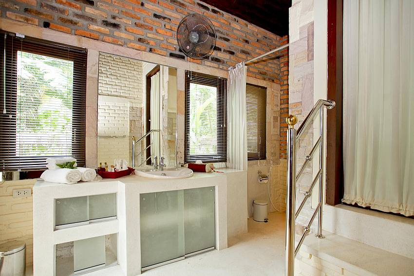 Large Bathroom_orchard-paradise-villa_2-bedroom_private-pool_ao-nang_krabi_thailand