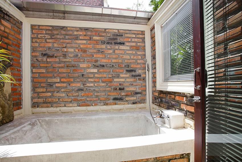 Al Fresco Bathtub_orchard-paradise-villa_2-bedroom_private-pool_ao-nang_krabi_thailand