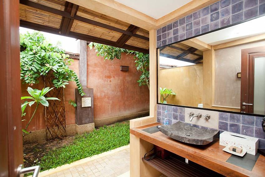 Al Fresco Bathroom_villa-serena_2-bedroom_private-pool_klong-khong-beach_koh-lanta_thailand