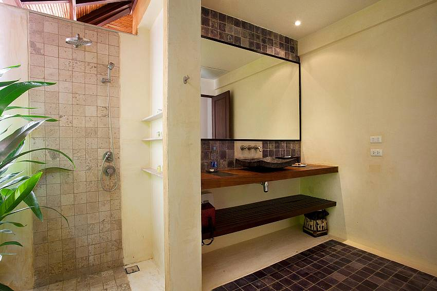 Al fresco Double Shower_villa-dao_2-bedroom_private-pool_klong-khong-beach_koh-lanta_thailand