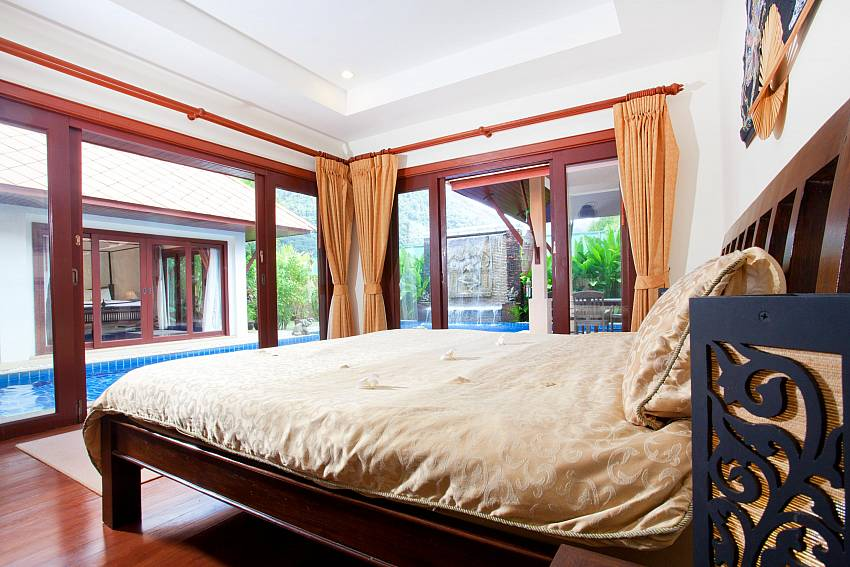Poolside Bedroom_villa-fantasea_4-bedroom-property-with-estate-facilities-800m-from-kamala-beach