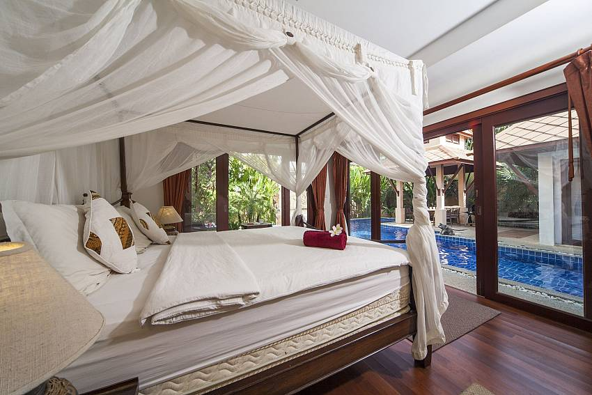 Grand Master Bedroom_villa-fantasea_4-bedroom-property-with-estate-facilities-800m-from-kamala-beach