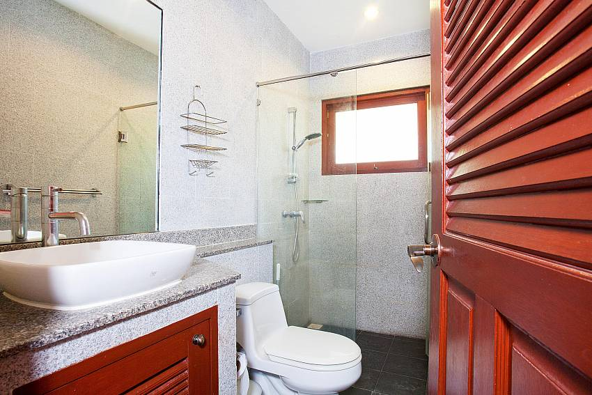 Shower room_villa-fantasea_4-bedroom-property-with-estate-facilities-800m-from-kamala-beach