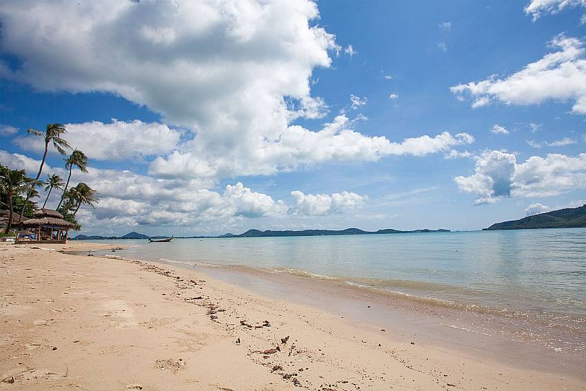 Your beach is only a few steps away from Friendship Villa No.7 Phuket