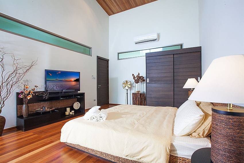 Master bedroom with king size bed and TV at Friendship Villa No.7 Phuket