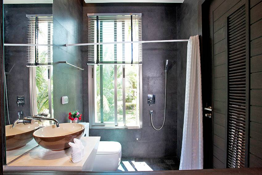 Bathroom modern design Of Friendship Villa No.7