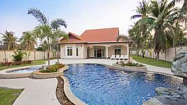 The Chase 8 - Spacious 4 Bedroom Villa With Pool and Outdoor Dining Area North Pattaya