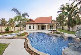 The Chase 8 | Spacious 4 Bed Pool Villa with Outdoor Dining North Pattaya
