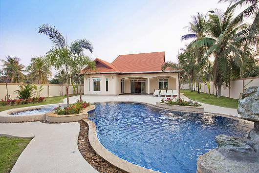 Rent Pattaya Villa: Chase 8, 4 Bedrooms. 8076 baht per night