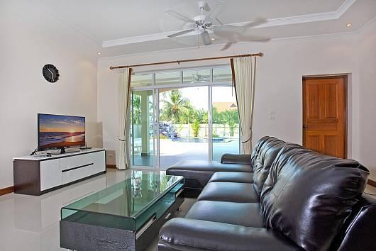 Rent Pattaya Villa: Chase 8, 4 Bedrooms.  baht per night