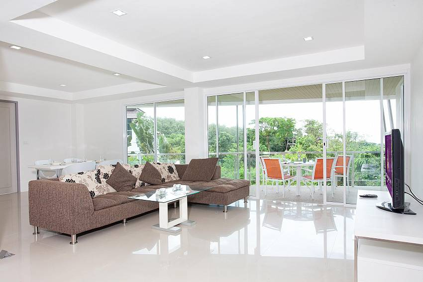 Spacious Living Room_long-beach-mountain-view-2b_2-bedroom-condo_long-beach_koh-lanta_phuket_krabi_thailand