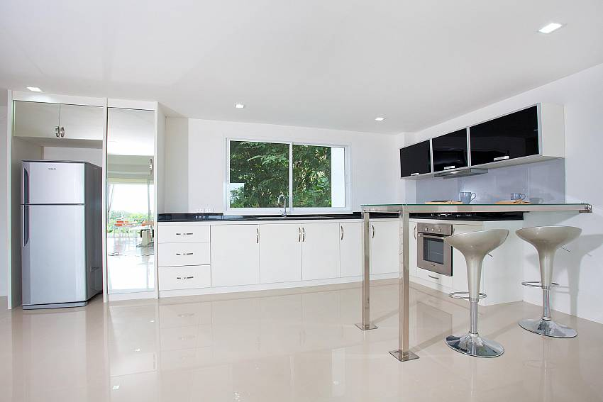 Kitchen & Breakfast Bar_long-beach-mountain-view-2b_2-bedroom-condo_long-beach_koh-lanta_phuket_krabi_thailand