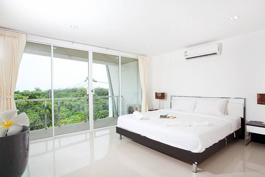 Bedroom 1_long-beach-mountain-view-2b_2-bedroom-condo_long-beach_koh-lanta_phuket_krabi_thailand