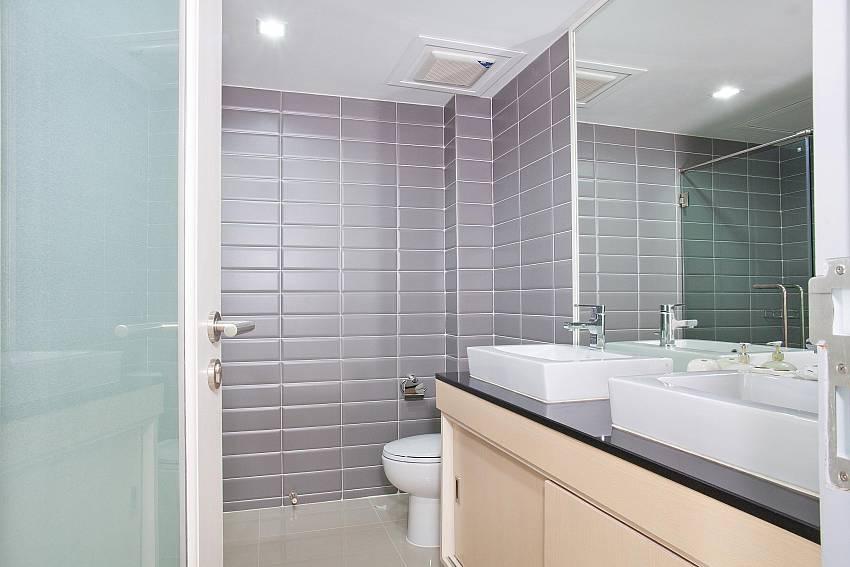 Showerroom_long-beach-sea-view-3b_2-bedroom-apartment_sea-view_koh-lanta