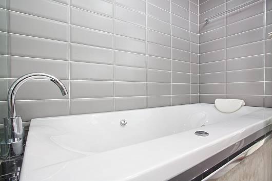 Снять апартаменты на Ко-Ланта: Long Beach Sea-View Penthouse 4A, 2 Спальни. 9115 бат в день