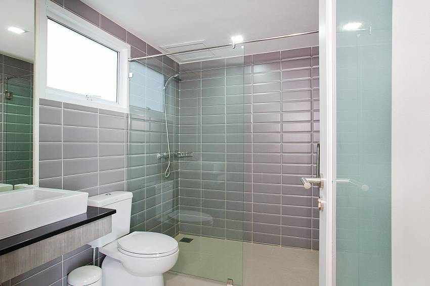Second Bathroom_long-beach-sea-view-penthouse-4a_2-bedroom-condo_koh-lanta_phuket_krabi_thailand