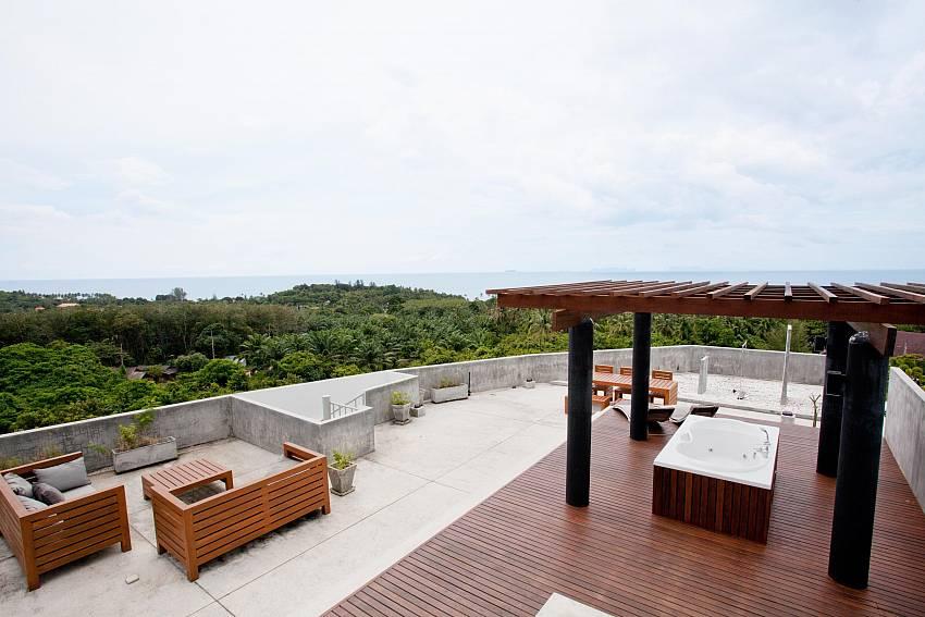 Roof-top Jacuzzi_long-beach-sea-view-penthouse-4a_2-bedroom-condo_koh-lanta_phuket_krabi_thailand