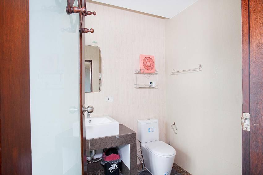 Western Toilets_talay-view-villa_1-bed_villa_koh-lanta_phuket_krabi_thailand