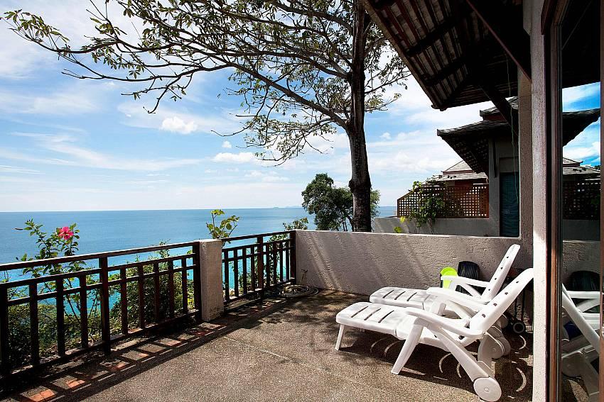 Sun Loungers_talay-view-villa_1-bed_villa_koh-lanta_phuket_krabi_thailand