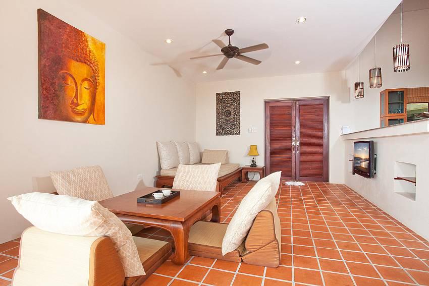 Lounge_baan-daeng_2-bedroom-villa_sea-viewsharted pool_ba-kangtian_koh-lanta_thailand